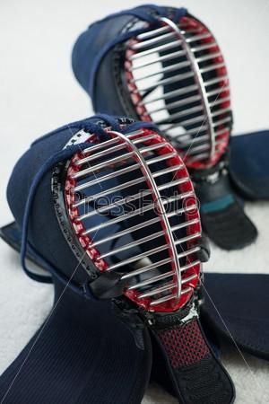 Фотография на тему Два шлема для кэндо крупным планом