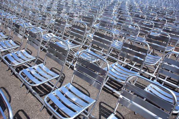 Пустые стулья