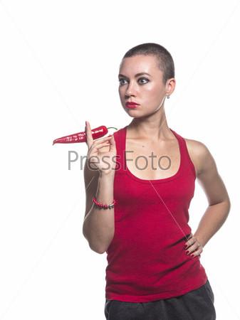 Женщина держит перец чили как сигарету на белом фоне