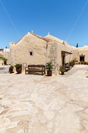 Фотография на тему Мужской монастырь в долине Мессара на острове Крит в Греции. Мессара - крупнейшая равнина на Крите