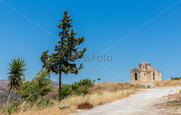 Мужской монастырь в долине Мессара на острове Крит в Греции. Мессара -крупнейшая равнина на Крите