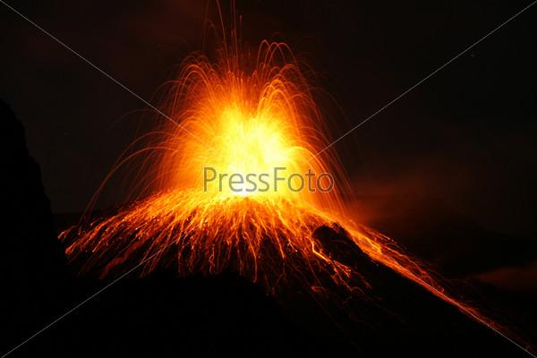 Фотография на тему Извержение вулкана Стромболи