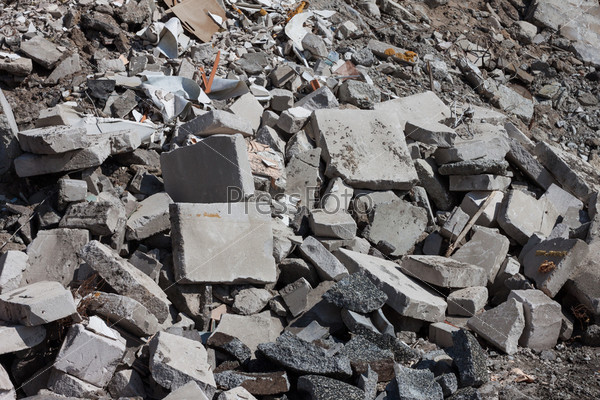 Бетонный мусор на строительной площадке