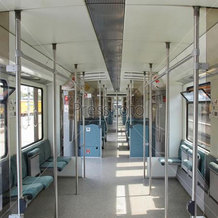 Интерьер вагона поезда