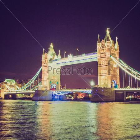 Тауэрский мост на реке Темза, Лондон, Великобритания - ночью