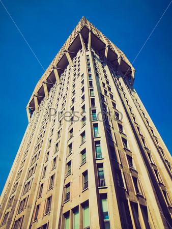 Торре Веласка, знаковое здание итальянский новой архитектуры