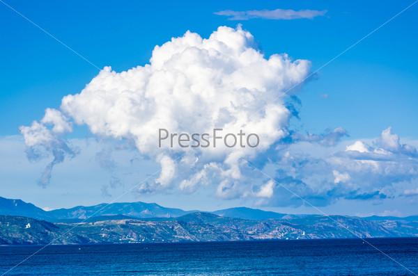 Фотография на тему Белое облако над крымскими горами