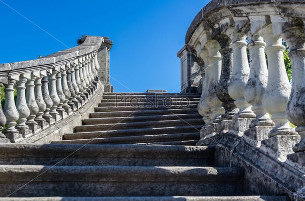 Фотография на тему Старые лестницы в Петергофе