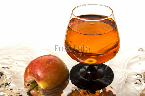 Яблоко и вино