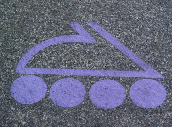 Фотография на тему Фиолетовый ролик - знак на асфальте