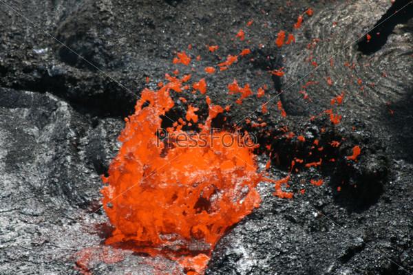 Фотография на тему Вулкан Эрта Але в Эфиопии. Пузырь из лавы