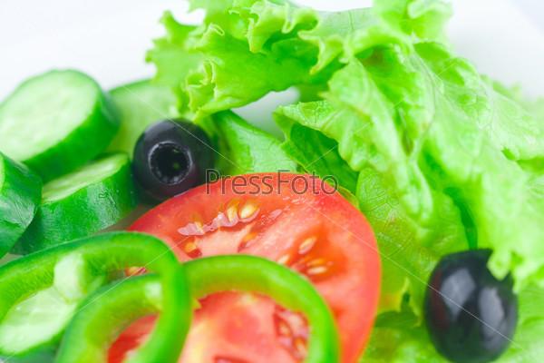 Фотография на тему Маслины, салат-латук, помидор, огурец и перец