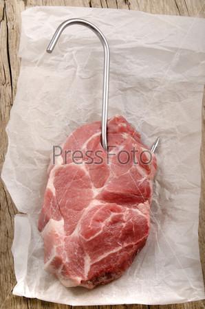 Стейк из свинины на бумаге
