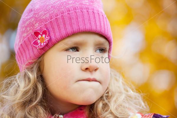 Фотография на тему Девочка в осеннем парке