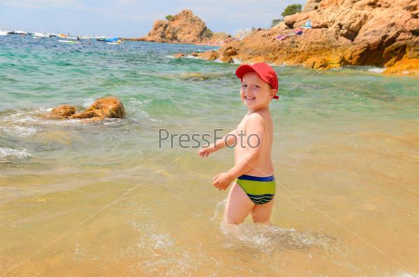 Фотография на тему Мальчик на пляже