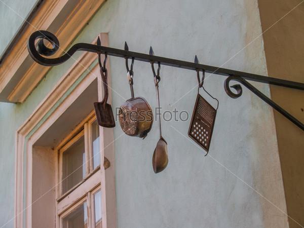 Столовые приборы на уличном кафе