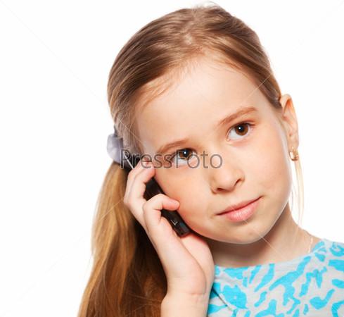 Фотография на тему Девочка разговаривает по телефону