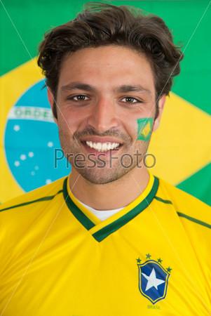 Уверенный бразильский мужчина