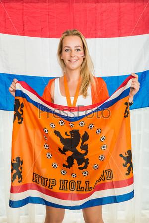 Фотография на тему Голландский спортивный фанат с флагом