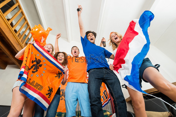 Возбужденные голландские болельщики