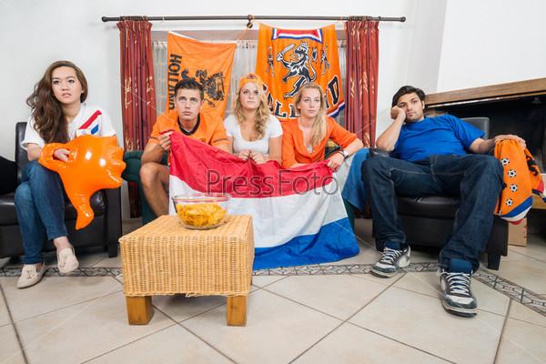 Расстроенные голландские спортивные болельщики