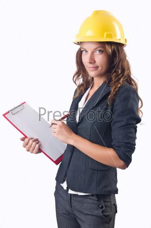 Женщина в каске с планшетом