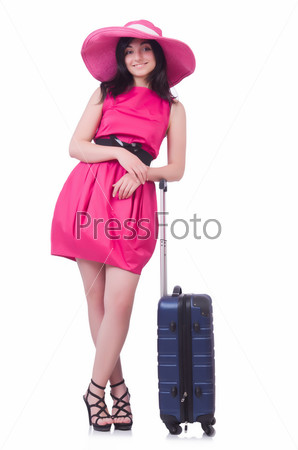 Молодая девушка в розовом платье путешествует