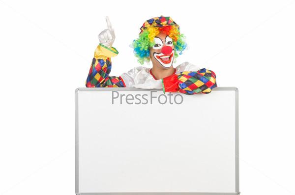 Клоун с пустым баннером  на белом фоне