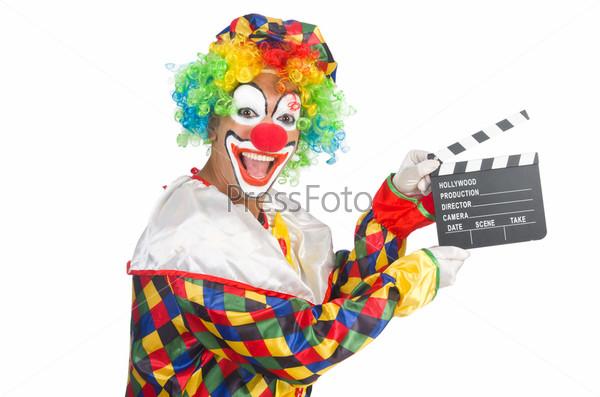 Клоун с кинохлопушкой на белом фоне