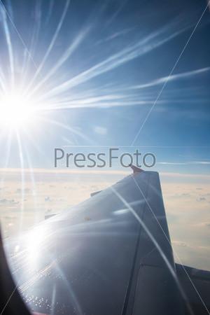 Фотография на тему Крыло самолета из окна