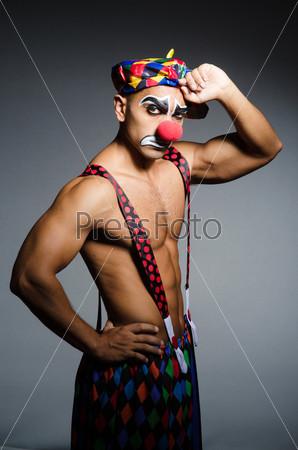 Фотография на тему Печальный клоун на темном фоне
