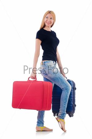 Женщина готовится к поездке в отпуск на белом фоне