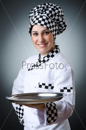 Повар с блюдом