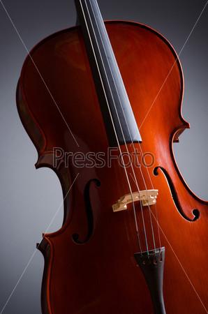 Фотография на тему Скрипка на темном фоне