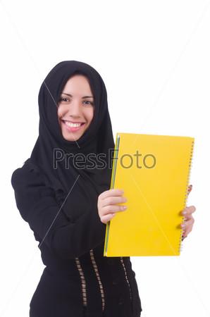 Молодая студентка-мусульманка с книгами