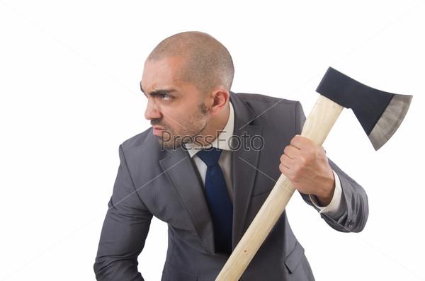 Смешной бизнесмен с топором на белом