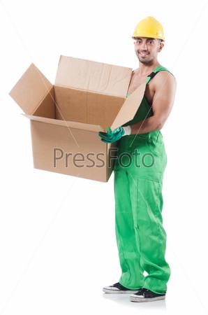 Фотография на тему Мужчина в комбинезоне с коробкой