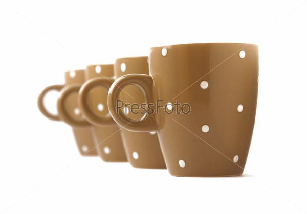 Фотография на тему Четыре бежевые чашки на белом фоне