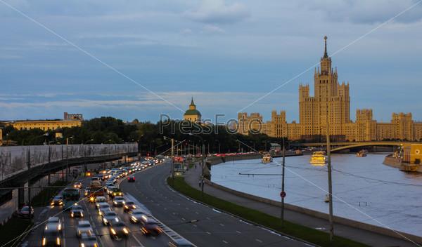 Веченяя набережная, Москва