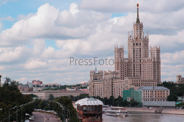 Небоскреб на набережной, Москва