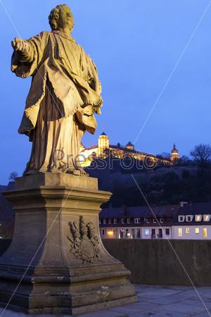 Фотография на тему Старый мост в Вюрцбурге