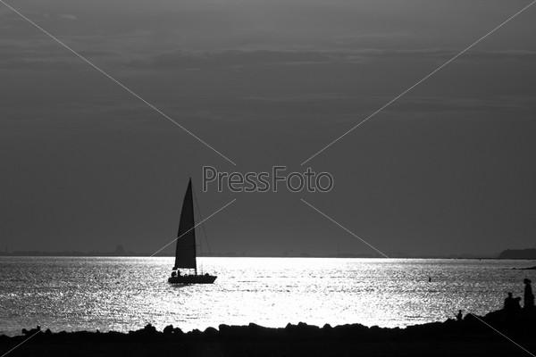 Яхта на берегу Финского залива