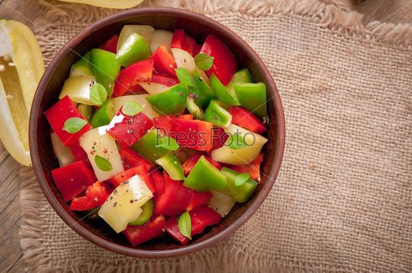 Фотография на тему Салат из сладкого разноцветного перца с оливковым маслом
