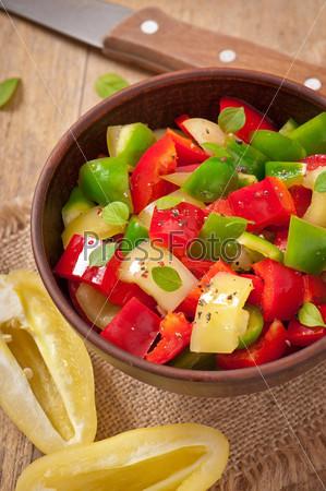 Фотография на тему Салат из сладкого цветного перца с оливковым маслом