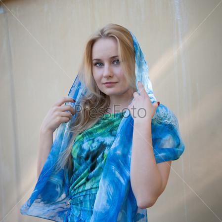 Фотография на тему Блондинка с длинными волосами