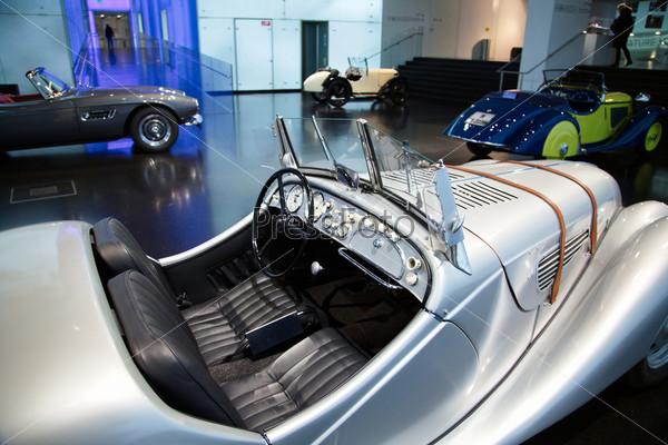 Фотография на тему Выставка старинных автомобилей