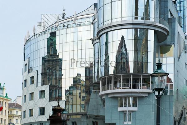 Фотография на тему Отражение старых зданий в Вене