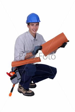 Фотография на тему Рабочий с черепицей