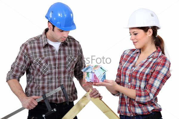 Строители с домом из денег