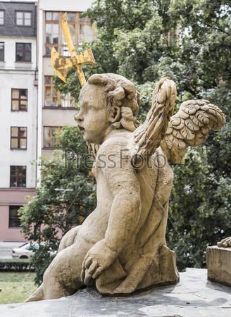 Ангел сидит на балконе